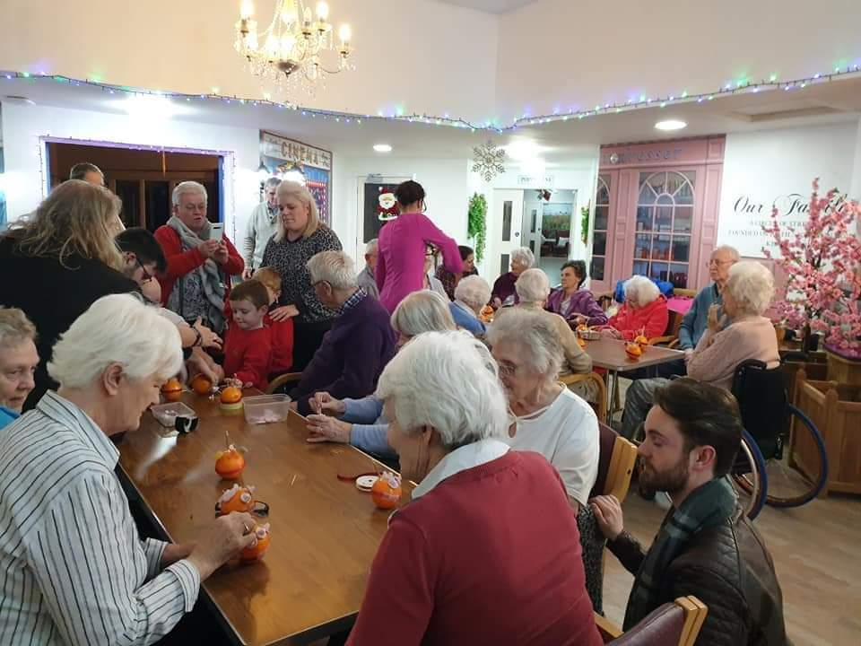 Anchor Boys make Christingles with friends at Sir Samuel Kelly – December 2019